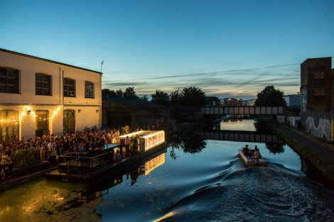 floating-cinema-london-designboom-09